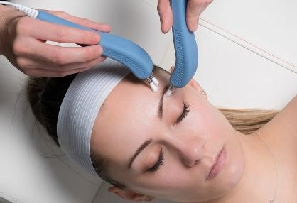 Woman receiving a microcurrent treatment
